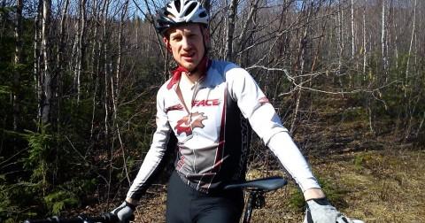 Mikael i cykelkläder.